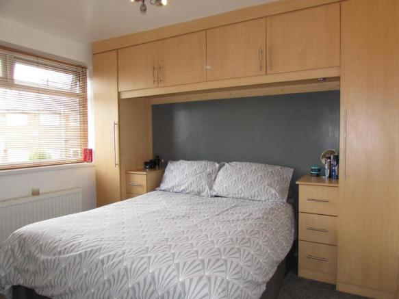 DurhamCres27bed2.JPG