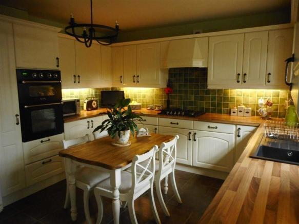 RE-FITTED BREAKFAST KITCHEN measuring