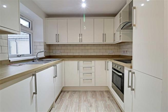 MODERN FITTED KITCHEN measuring
