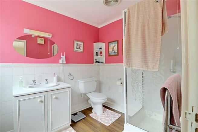 EN-SUTE SHOWER ROOM/WC
