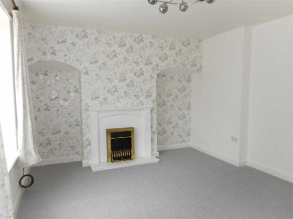 SPACIOUS FRONT LOUNGE measuring