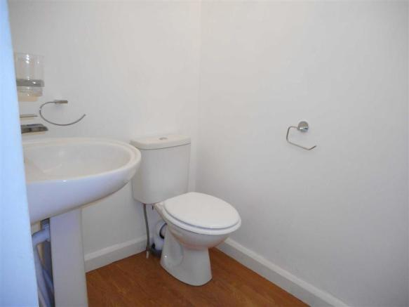 RE-FITTED FAMILY BATHROOM/WC