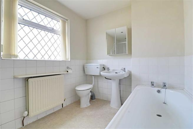 HALF TILED FAMILY BATHROOM/WC