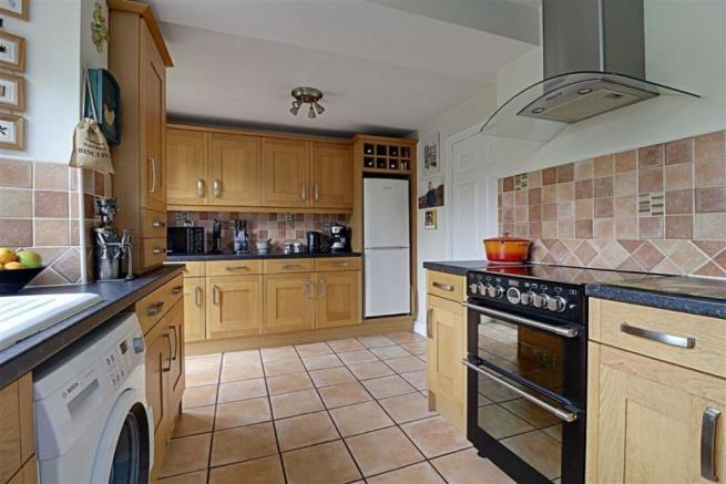 EXTENDED FITTED KITCHEN measuring
