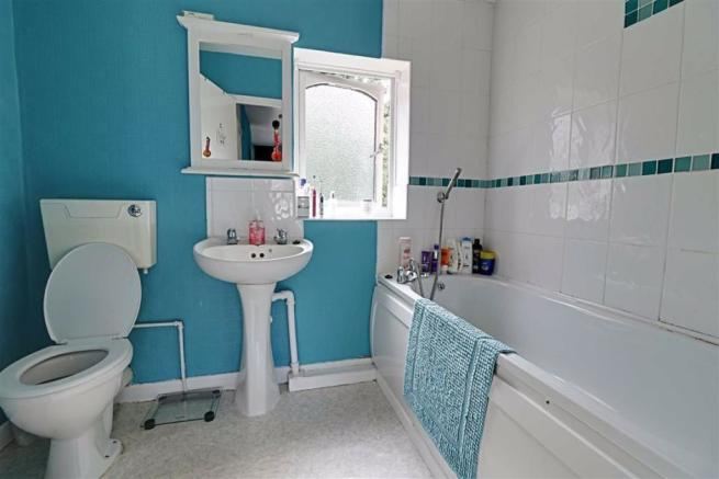 FAMILY BATHROOM/WC