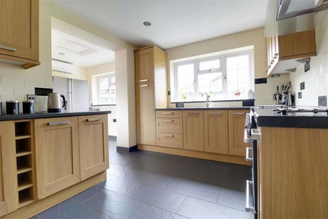 'L' SHAPED RE-FITTED KITCHEN measuring