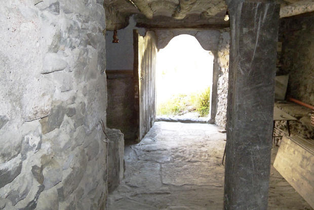 Passage to main door