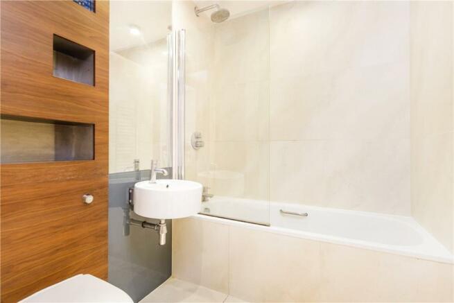 Farringdon: Bathroom