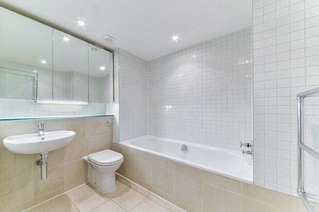 Ec1v : Bathroom