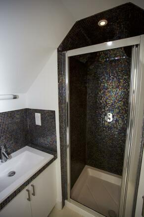 Bedroom 3 shower room 2.jpg