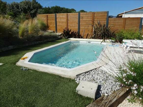 Swimming pool/Piscine