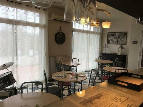 Dining room/Salle à manger