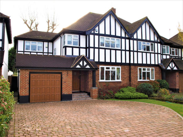 Stunning Four Bedroom House In Loughton