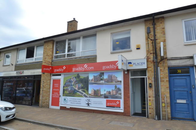 Shop To Rent In 27 29 Middle Road Park Gate Southampton SO31 7GH