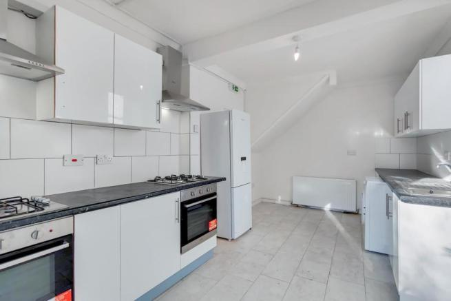 4_Kitchen-0.jpg