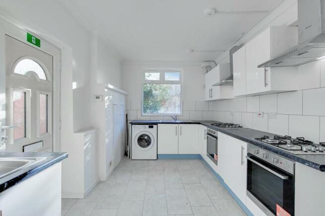 4_Kitchen-1.jpg