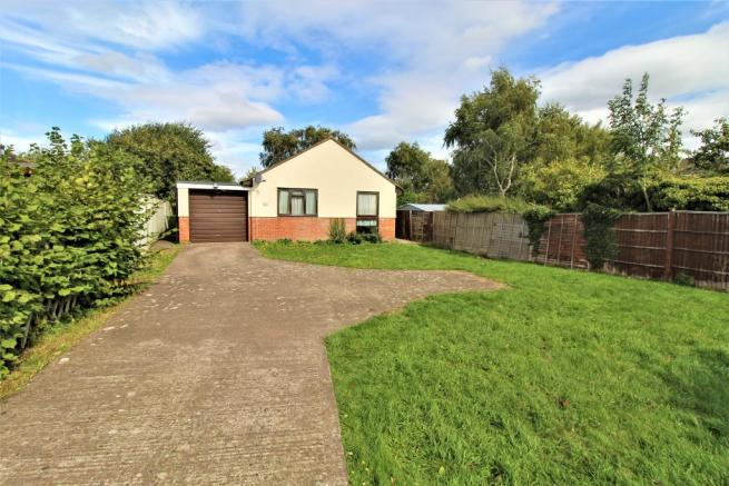 Frontage View of the Detached Bungalow with Drivew