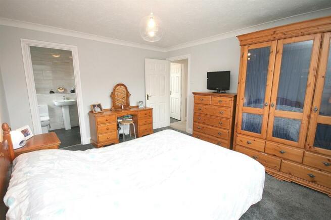 Bed 1 to En Suite.