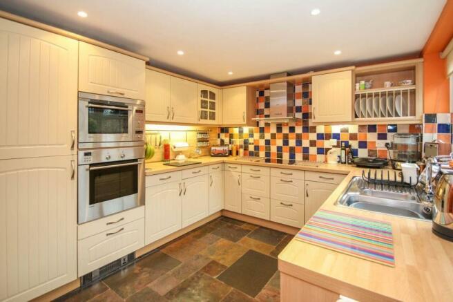 kitchenbreakfast.jpg