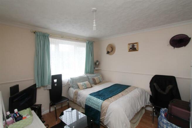 Goldings Bedroom One.JPG