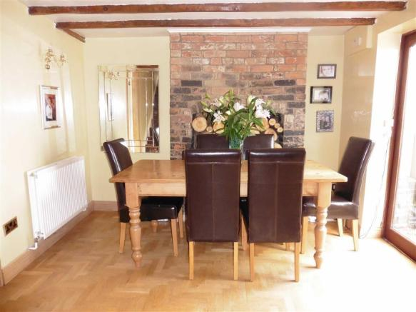 Attractive dining room (front)