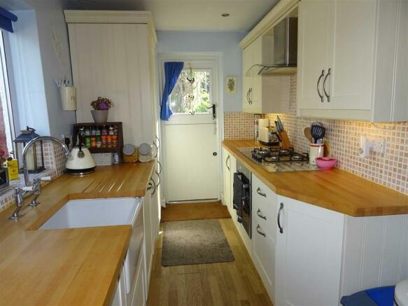 Spacious breakfast kitchen (rear)