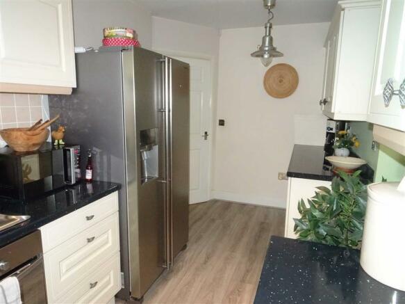 Luxury kitchen (front)