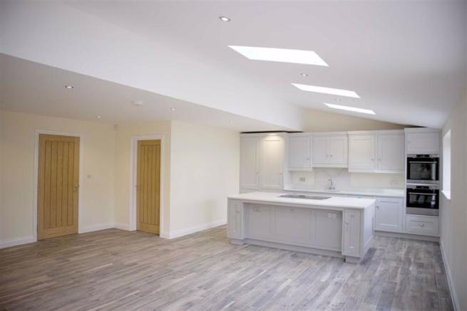 Luxury fitted breakfast kitchen/dining room (rear)