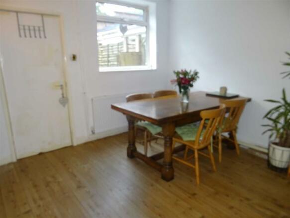 Spacious dining room (rear)