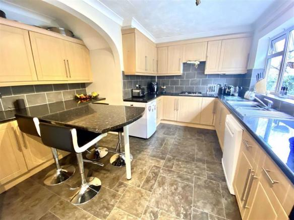 Modern fitted L-shaped kitchen