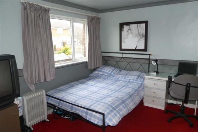 BEDROOM 1 - to the r