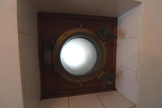 Porthole window.JPG