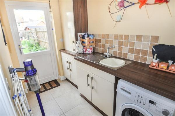 4 Bedroom Link Detached House For Sale In Barn Mead