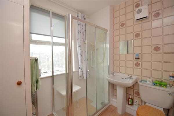 SHOWER ROOM/W/C
