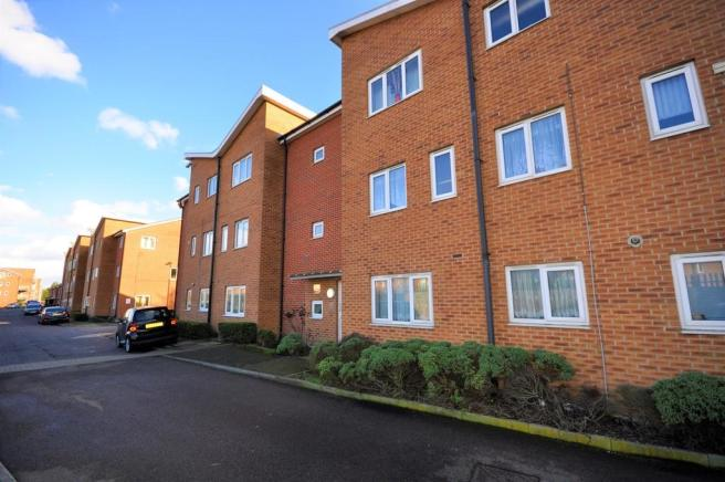 1 bedroom apartment for sale in Roberts Place, Dagenham, RM10