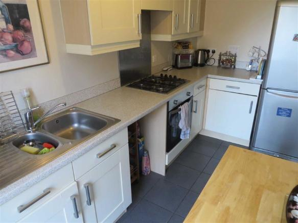 FITTED KITCHEN (FRON