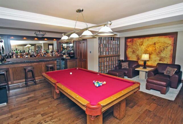 Family/Games Room/ Bar