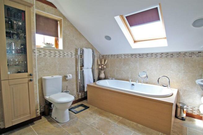 En-suite (Bedroom One)