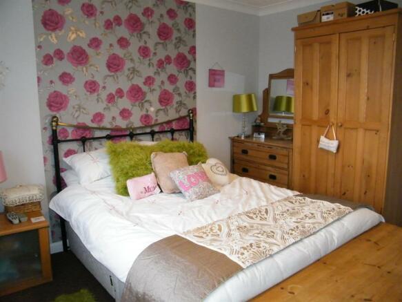 bedroom 2 x3
