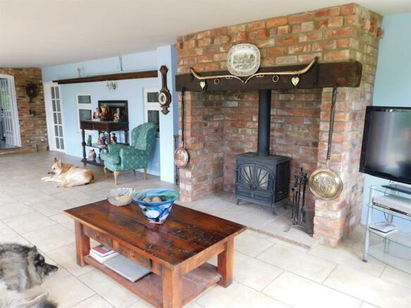 Garden & Dining Room 2