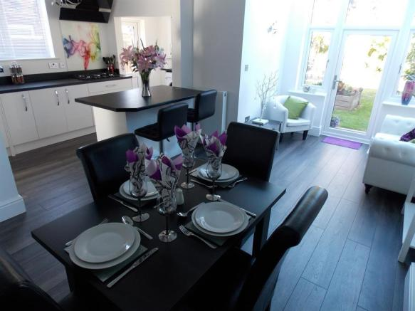 3 Bedroom Semi Detached House For Sale In Gloucester Avenue Grimsby