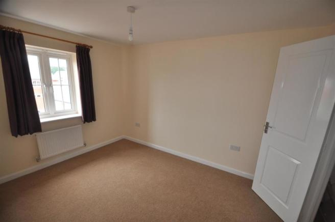 33 Hawkins Road Bedroom 1.jpg