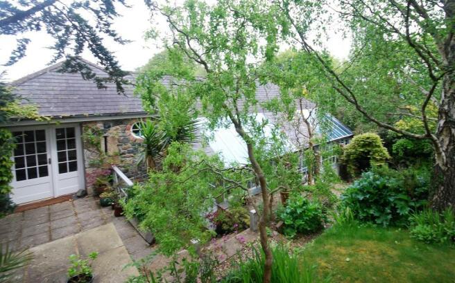 garden bedroom patio.jpg