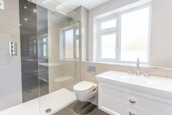 Luxurious en-suite shower room