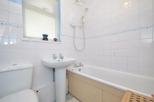 Sea Front bathroom
