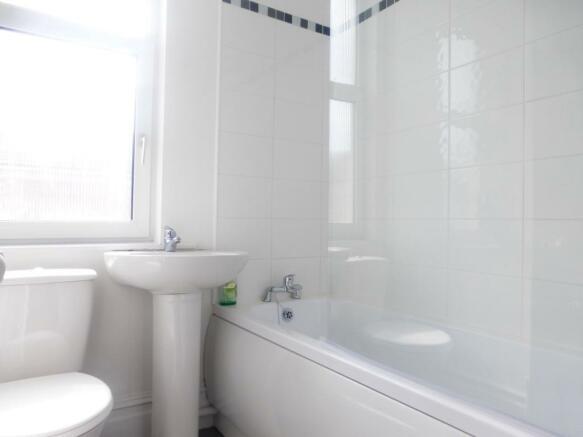 7 Lindley bathroom