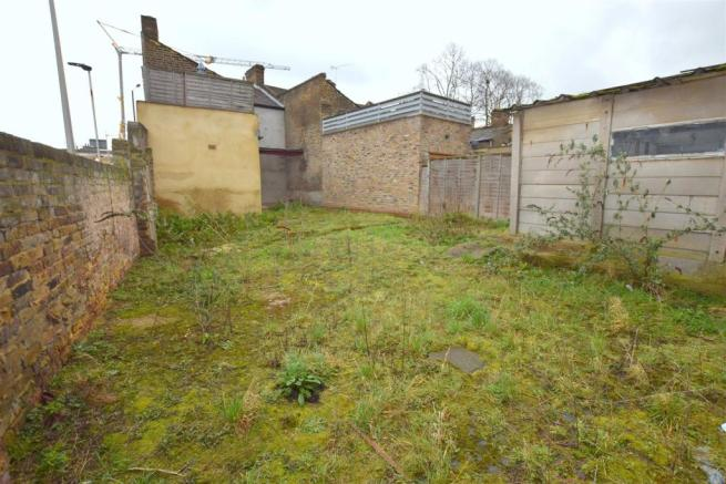 Rear garden (L-shape)