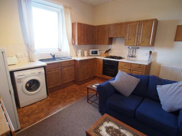 Lounge/Kitchen (2)