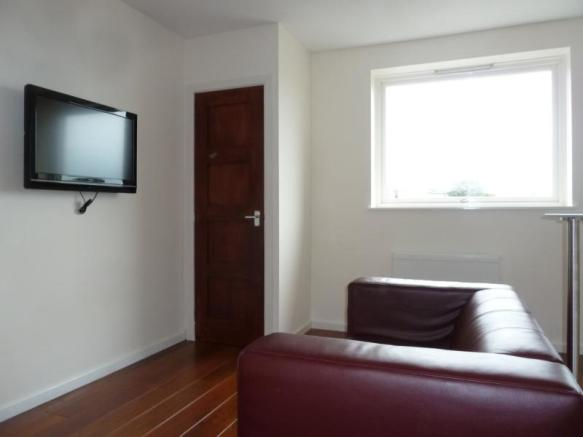 72 Gairn Road - Lounge
