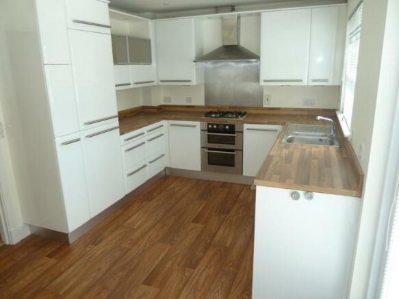 2 Laurel House dining kitchen